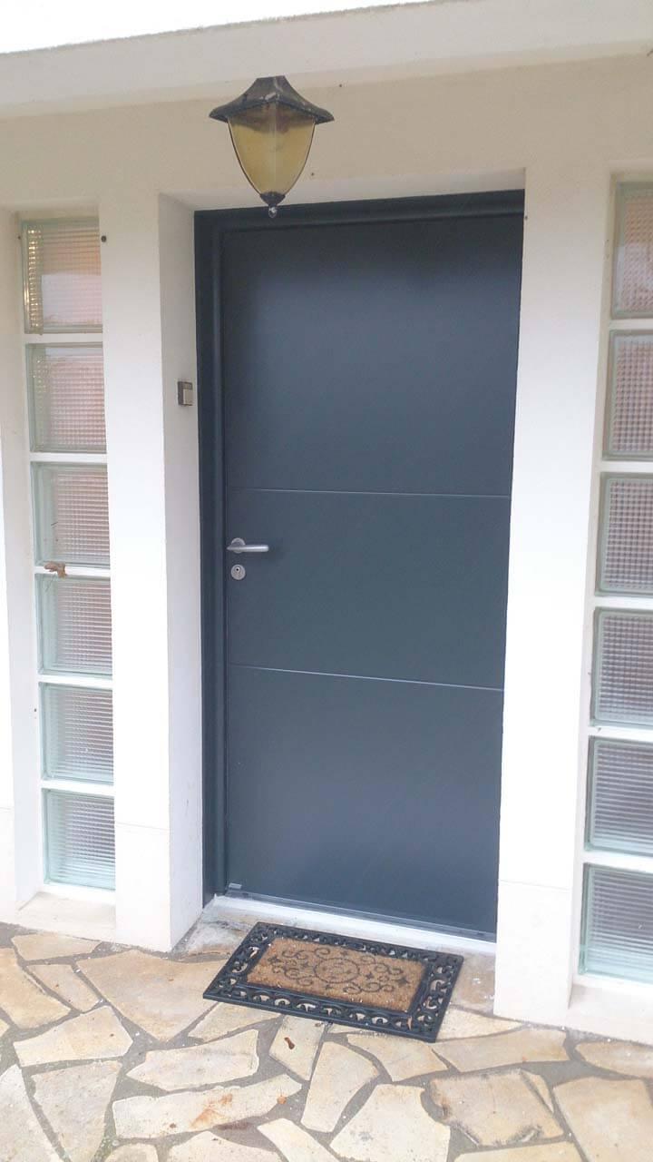 Porte d 39 entr e aluminium mod le hermione d clic menuiserie for Menuiserie porte entree